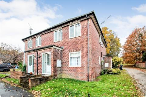 1 bedroom flat for sale - The Dell, East Grinstead, West Sussex