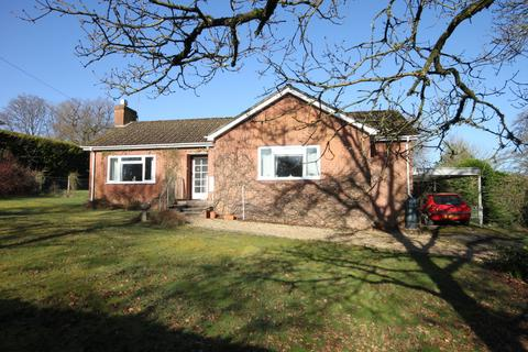 2 bedroom detached bungalow for sale - JUNCTION ROAD, ALDERBURY, SALISBURY, WILTSHIRE, SP5 3AZ