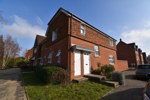 3 bedroom semi-detached house to rent - Giffard Lane, Fleet
