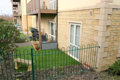 2 bedroom apartment for sale - The Fairways, Malmesbury Road, Chippenham