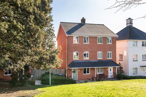 4 bedroom semi-detached house for sale - Cedar Avenue, Haywards Heath