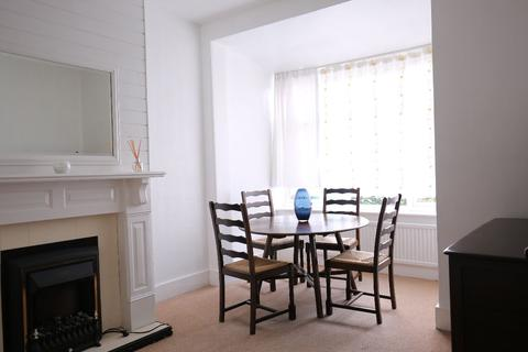 3 bedroom terraced house to rent - King Edwards Road, London