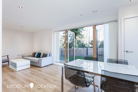 3 bedroom flat for sale - Upper Clapton Road, E5