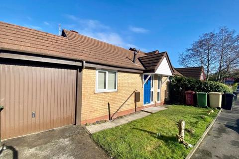 2 bedroom semi-detached bungalow to rent - Division Street, Bolton, Lancashire.