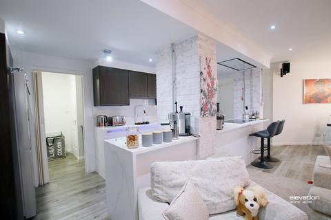 3 bedroom apartment to rent - North Row, Milton Keynes, MK9