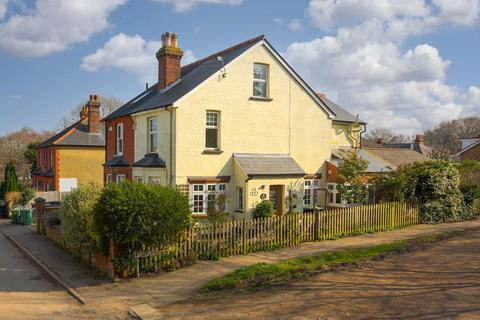 3 bedroom semi-detached house for sale - Lewins Road, Epsom