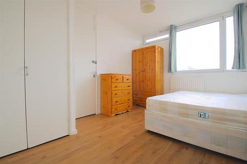 1 bedroom in a house share to rent - * SHORT TERM* 72 Cable Street, London