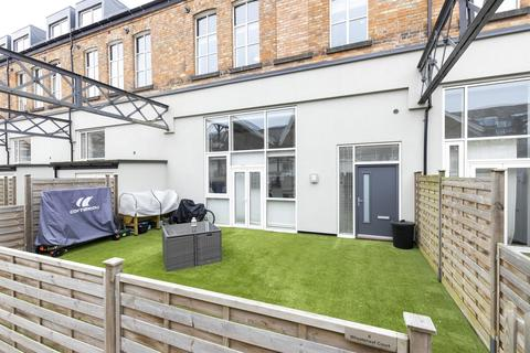 3 bedroom townhouse for sale - Wheatsheaf Court, Leicester