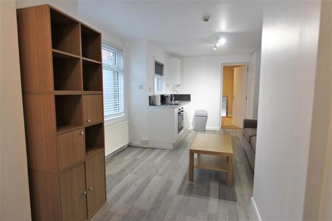 Studio to rent - Fairbridge Road, Holloway, N19