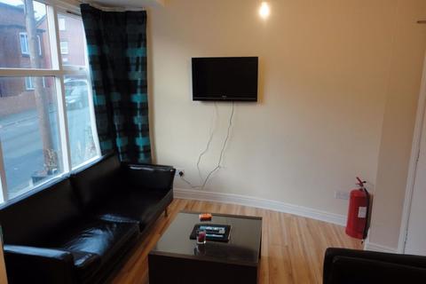 5 bedroom terraced house to rent - Manor Drive, Leeds