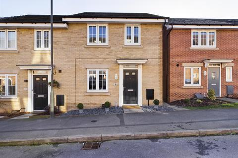 3 bedroom townhouse for sale - Askew Way, Chesterfield, S40 2FG