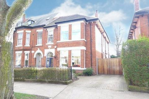 4 bedroom end of terrace house for sale - Park Avenue, Hull, HU5 3EW