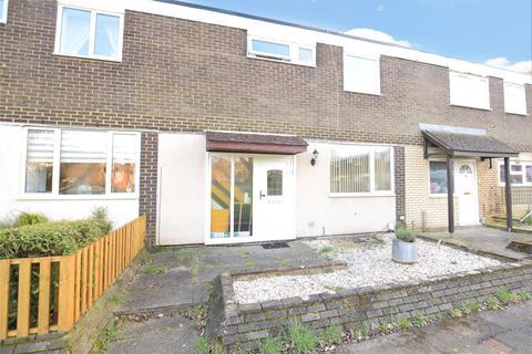 3 bedroom terraced house for sale - Giffard Drive, Farnborough, Hampshire, GU14
