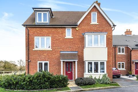 5 bedroom detached house for sale - Lakeland Drive,  Aylesbury,  HP18