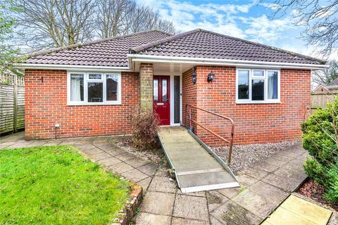 3 bedroom bungalow for sale - Yarnhams Close, Four Marks, Alton, GU34