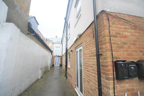 2 bedroom flat to rent - Clarence Mews, London E5