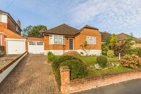 4 bedroom bungalow to rent - Lechmere Avenue, Chigwell, IG7