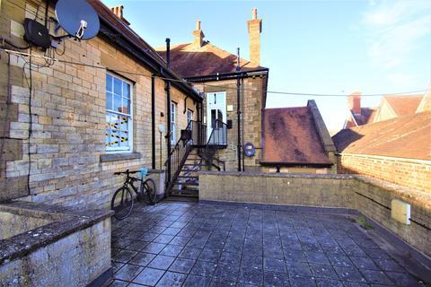 Studio to rent - Bank Flat Gillingham