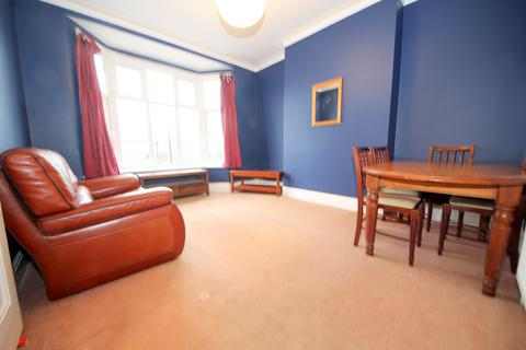 1 bedroom flat to rent - The Crest, Palmers Green, N13