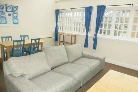 3 bedroom flat to rent - St Leonards Crag, Newington, Edinburgh, EH8