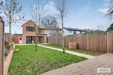 4 bedroom semi-detached house for sale - Mepham Gardens, Harrow, Middlesex