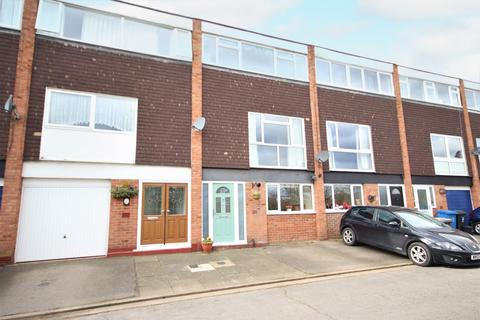 4 bedroom townhouse for sale - Cherwell Close, Maidenhead