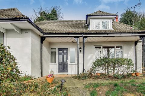 2 bedroom bungalow for sale - Cliff End, Purley, London, CR8