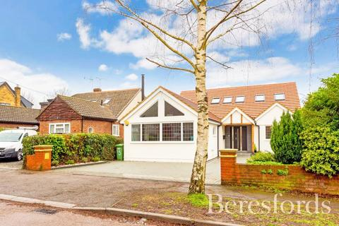 5 bedroom detached house for sale - Tennyson Road, Hutton, Brentwood, Essex, CM13