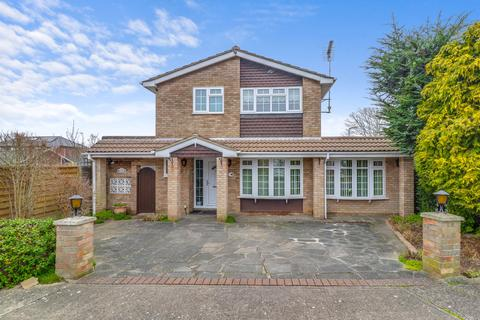 3 bedroom detached house for sale - Tudor Close, Thundersley