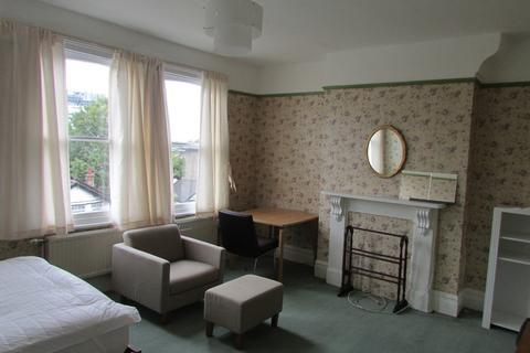 Studio to rent - Bickerton Road N19