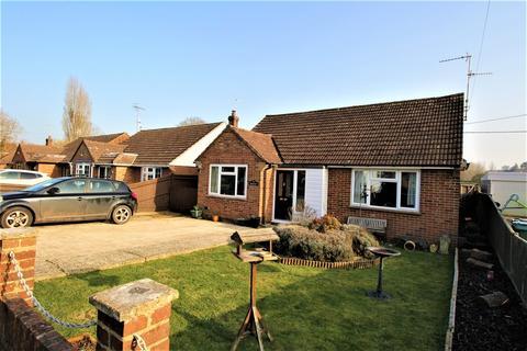 3 bedroom detached bungalow for sale - Inhams Road, HOLYBOURNE, Hampshire