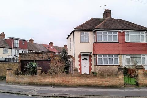 3 bedroom semi-detached house for sale - Rochford Way, Croydon