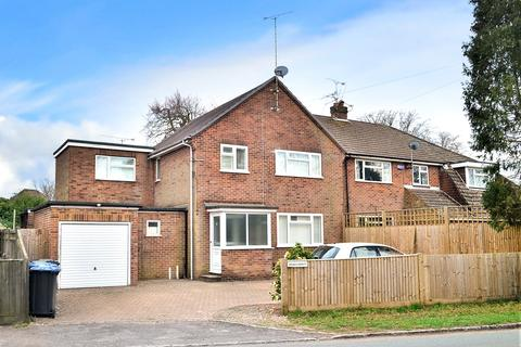 4 bedroom semi-detached house for sale - Vicarage Road, Crawley Down, RH10