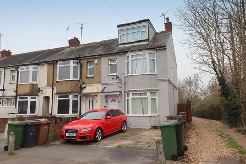 3 bedroom end of terrace house for sale - Neville Road, Icknield, Luton, Bedfordshire, LU3 2JG