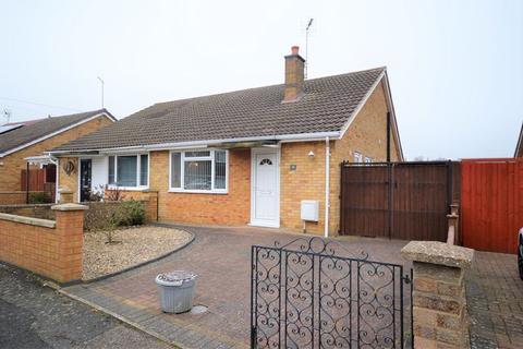 2 bedroom bungalow for sale - Rannoch Way, Corby