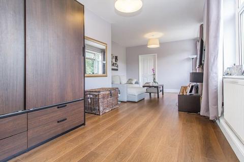 Studio to rent - Guys Retreat, North End, Buckhurst Hill
