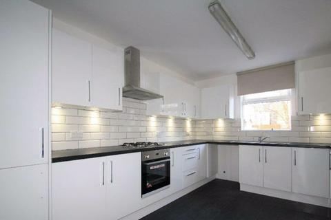 4 bedroom terraced house to rent - Avondale Road, London