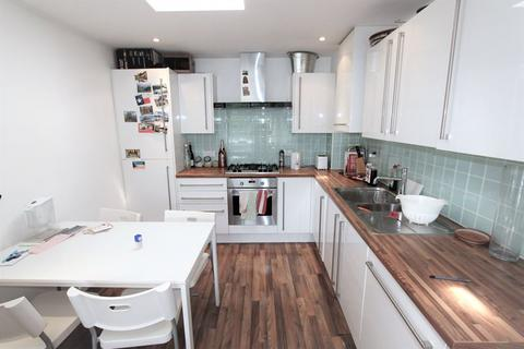 3 bedroom apartment to rent - Chicksand Street, London