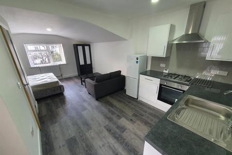 Studio to rent - Richards Street, Cathays, Cardiff