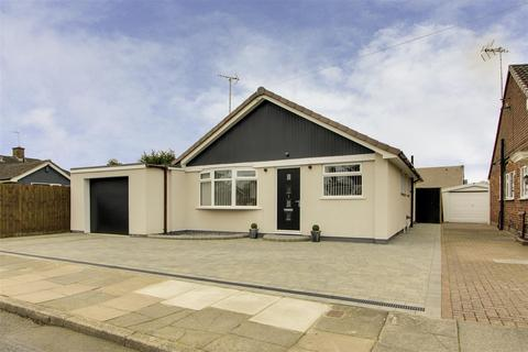3 bedroom detached bungalow for sale - Grazingfield, Silverdale, Nottinghamshire, NG11 7FN