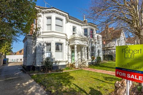 2 bedroom flat for sale - Richmond Road, Worthing
