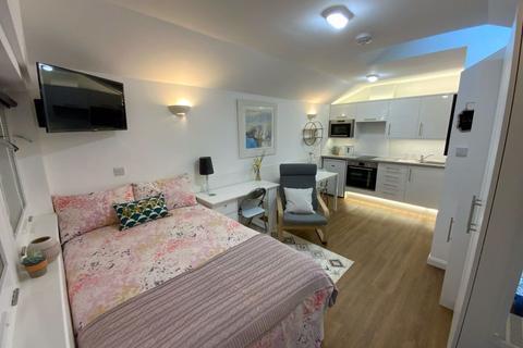 Studio to rent - Hampton Road, Redland