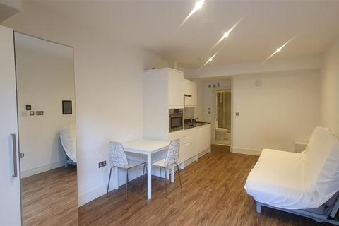 Studio to rent - Willoughby Road, Turnpike Lane, London