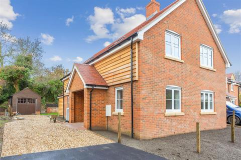 4 bedroom detached house to rent - Lower Chute, Andover