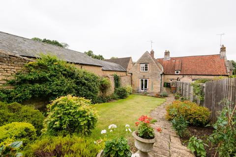 3 bedroom cottage for sale - Cherry Orton Road, PE2