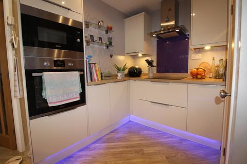 3 bedroom semi-detached house for sale - Viney Close, DOGSTHORPE, PE1