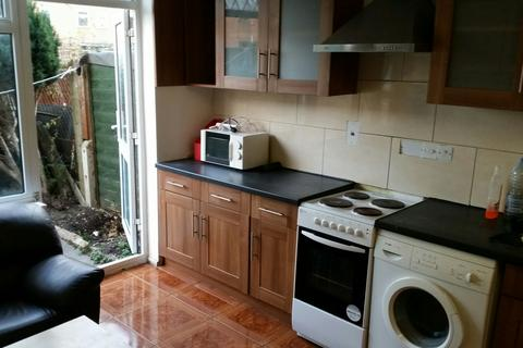 3 bedroom end of terrace house to rent - Lyneham Walk, E5 0HX