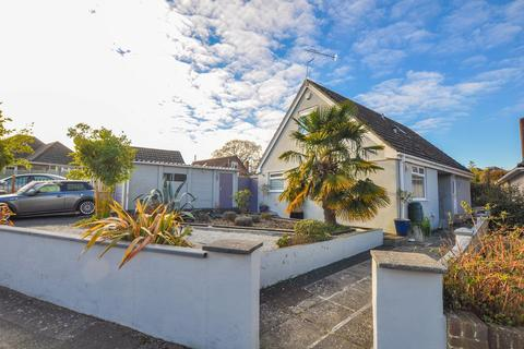 3 bedroom chalet for sale - Knighton Heath Road, Bournemouth, BH11