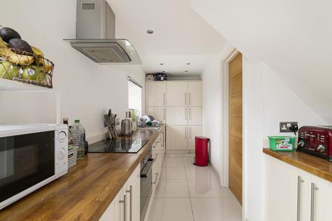 3 bedroom flat to rent - Cann Hall Road, London, E11