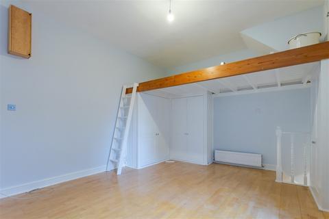 Studio to rent - Market Studios Goldhawk Road, Shepherd's Bush W12